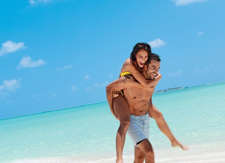 couple in honeymoon in mauritius
